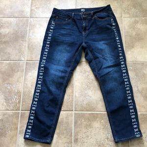 New Directions 14 skinny side embroidered jeans
